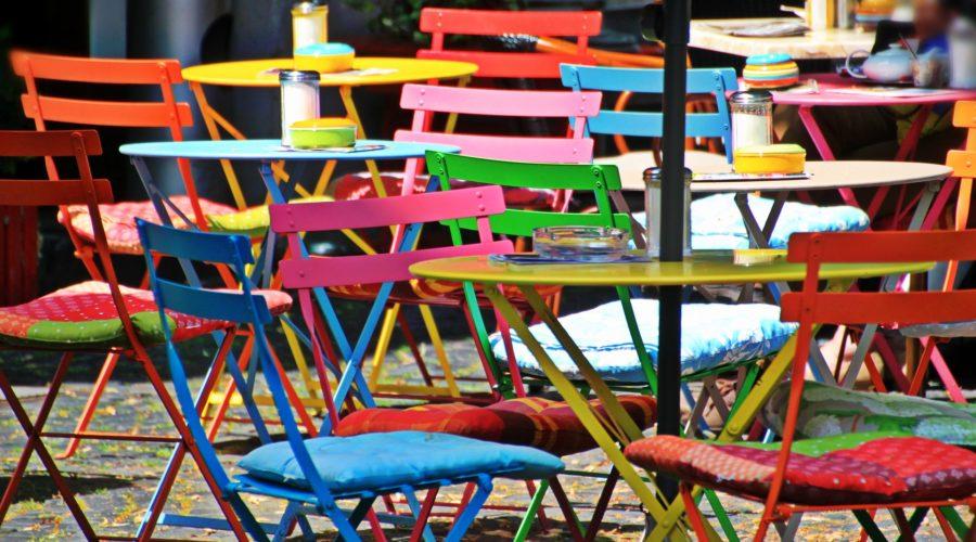 Kleurrijk terras in Amsterdam