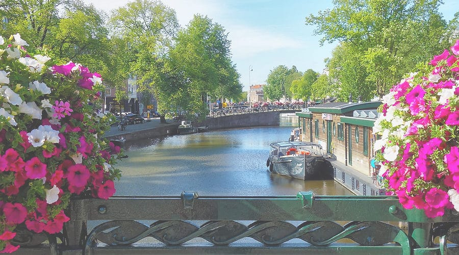 Win een boottochtje in Amsterdam bij Canalmotorboats